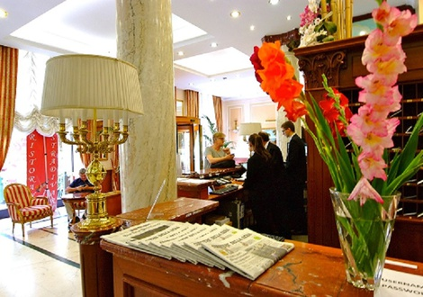 reception Hotel Andreola Central Milan