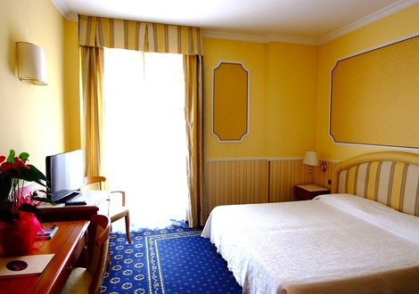standard room Hotel Andreola Central Milan